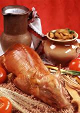 Fotos Fleischwaren Milch Tomate Kartoffel Buchweizen Schweinefleisch Kanne Roter Hintergrund