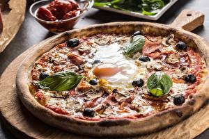 Fotos Pizza Oliven Großansicht Eier Königskraut das Essen