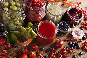 Fotos Marmelade Beere Johannisbeeren Heidelbeeren Erdbeeren Stachelbeere Einweckglas das Essen