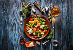 壁纸、、サラダ、野菜、ワイン、オリーブ、香辛料、木の板、皿、ワイングラス、食品