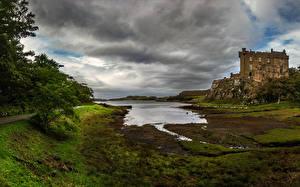 Fotos Schottland Burg Teich Felsen Dunvegan Castle Städte