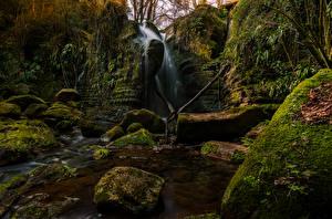 Bilder Spanien Wasserfall Steine Felsen Laubmoose El Sallent Catalonia Natur