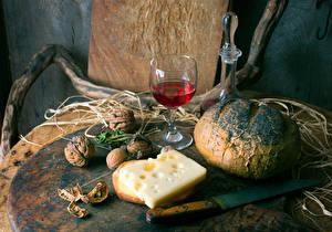 Fotos Stillleben Brot Wein Käse Nussfrüchte Messer Walnuss Weinglas Lebensmittel