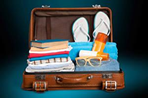 壁纸、、スーツケース、眼鏡、ビーチサンダル、本、