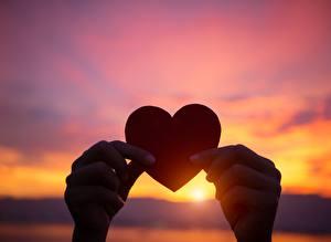 Hintergrundbilder Sonnenaufgänge und Sonnenuntergänge Herz Hand