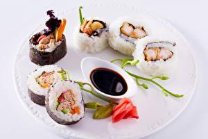 Картинка Суши Розы Морепродукты Тарелка Soy sauce Пища