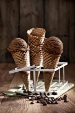 Fotos Süßware Speiseeis Schokolade Bretter Getreide Cornet das Essen