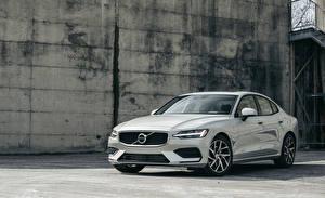 Bilder Volvo Weiß 2019 S60 T5 Momentum Autos