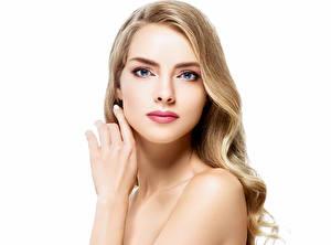 Fotos Weißer hintergrund Blondine Gesicht Starren Hand Mädchens