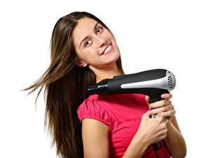 Fotos Weißer hintergrund Braune Haare Haar Lächeln Hand Föhn Mädchens