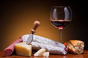 Fondos de Pantalla Vino Salchicha Queso Pan Cuchillo Fondo de color Vaso de vino