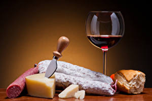 Picture Wine Sausage Cheese Bread Knife Colored background Stemware Food