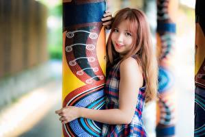 Fotos Asiatische Süß Blick Säule Rotschopf Hand