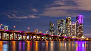Fotos Brücke Haus Wolkenkratzer Vereinigte Staaten Nacht Miami Bucht Biscayne Bay Städte
