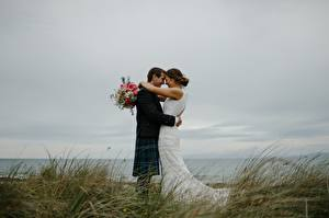 Picture Couples in love Bouquet Man Grass 2 Wedding Groom Bride Hugging young woman