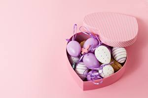 Pictures Easter Box Colored background Eggs Heart