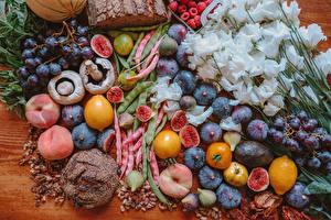 Hintergrundbilder Lisianthus Pilze Obst Pfirsiche Weintraube Zitronen Echte Feige Brot das Essen Blumen
