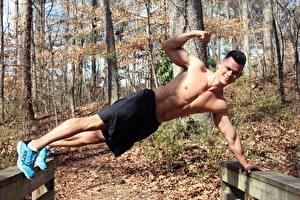 Hintergrundbilder Fitness Herbst Mann Shorts Turnschuh Lächeln Sport