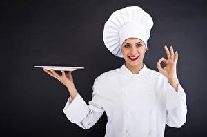 Fotos Grauer Hintergrund Küchenchef Uniform Mütze Hand Starren