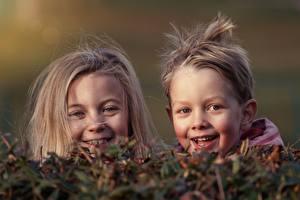 Hintergrundbilder Kopf Zwei Kleine Mädchen Jungen Blick Glückliche Kinder