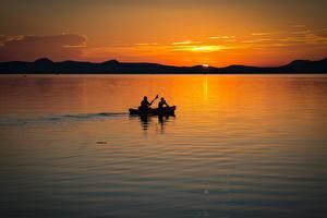 Tapety na pulpit Węgry Świt i zachód słońca Jezioro Łódź Dwóch Balaton lake Natura