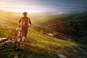 Fonds d'écran Homme Vélo Arrière Casque Colline