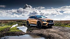 Fotos Mercedes-Benz Gold Farbe GLA 4MATIC 220d AMG Line