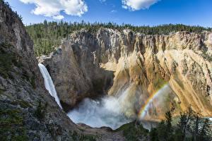 Bureaubladachtergronden Bergen Watervallen Verenigde staten klif landform Regenboog Yellowstone Wyoming