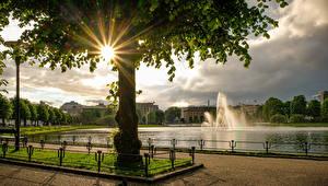 Fondos de Pantalla Noruega Fuente Estanque Bergen árboles Rayos de luz