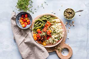Фотографии Рис Мясные продукты Овощи Томаты Разделочная доска Тарелка Миска Продукты питания