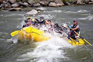 Bilder Flusse Boot Mann Kanada Rafting Spritzer Fraser river Sport