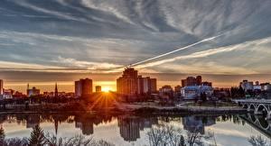 Hintergrundbilder Fluss Gebäude Morgendämmerung und Sonnenuntergang Kanada Sonne Saskatoon, Saskatchewan river Städte