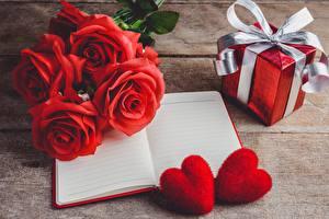 Hintergrundbilder Rose Rot Geschenke Notizblock Herz Schleife