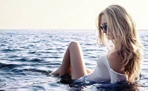 Picture Sea Water Blonde girl Glasses Wet Girls