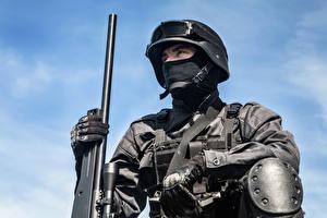 Bilder Soldaten Militär Schutzhelm Gewehr Uniform