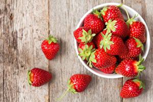 Bilder Erdbeeren Großansicht Bretter Schüssel Lebensmittel