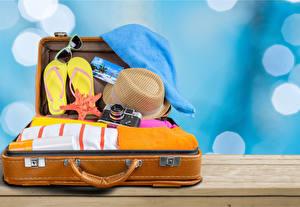 Hintergrundbilder Koffer Der Hut Flipflop Fotoapparat Brille Tourismus