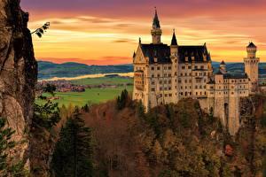 Fotos Herbst Burg Deutschland Schloss Neuschwanstein Felsen Bayern Städte