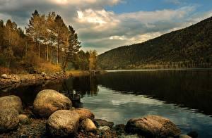 Fotos Herbst See Steine Gebirge Wald Landschaftsfotografie Natur