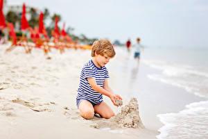 Bureaubladachtergronden Stranden Zand Jongen Zitten kind