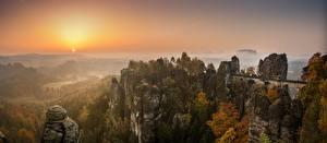 Fotos Brücken Deutschland Morgendämmerung und Sonnenuntergang Gebirge Wald Herbst Landschaftsfotografie Felsen Saxon Switzerland, Bastei, Elbe Sandstone Mountains Natur