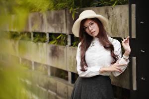 Hintergrundbilder Braune Haare Der Hut Brille Hemd Mädchens