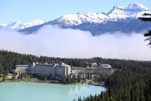 Hintergrundbilder Kanada Gebirge See Wälder Banff Schnee Nebel lake Louise Natur