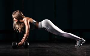 Fonds d'écran Fitness Jambe Pompe musculation Haltère Aux cheveux bruns Entraînement Fond noir Sport Filles images
