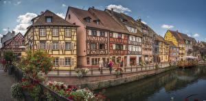 Bilder Frankreich Haus Fluss Brücken Petunien Zaun Colmar Städte
