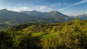 Hintergrundbilder Frankreich Gebirge Gebäude Grünland Landschaftsfotografie Fichten Hautes-Alpes Natur
