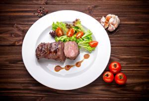 Bilder Fleischwaren Gemüse Tomate Knoblauch Schwarzer Pfeffer Bretter Teller