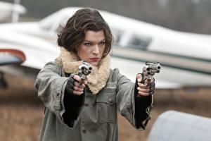 Desktop wallpapers Milla Jovovich Pistols Resident Evil 4: Afterlife Revolver Jacket Brown haired Celebrities Girls