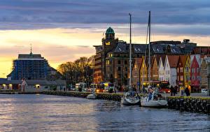 Fotos & Bilder Norwegen Abend Haus Flusse Schiffsanleger Bergen Städte