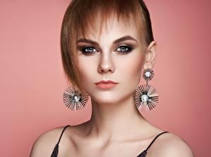 Fonds d'écran Visage Regard fixé Boucle d'oreille Aux cheveux bruns Maquillage Oleg Gekman Filles